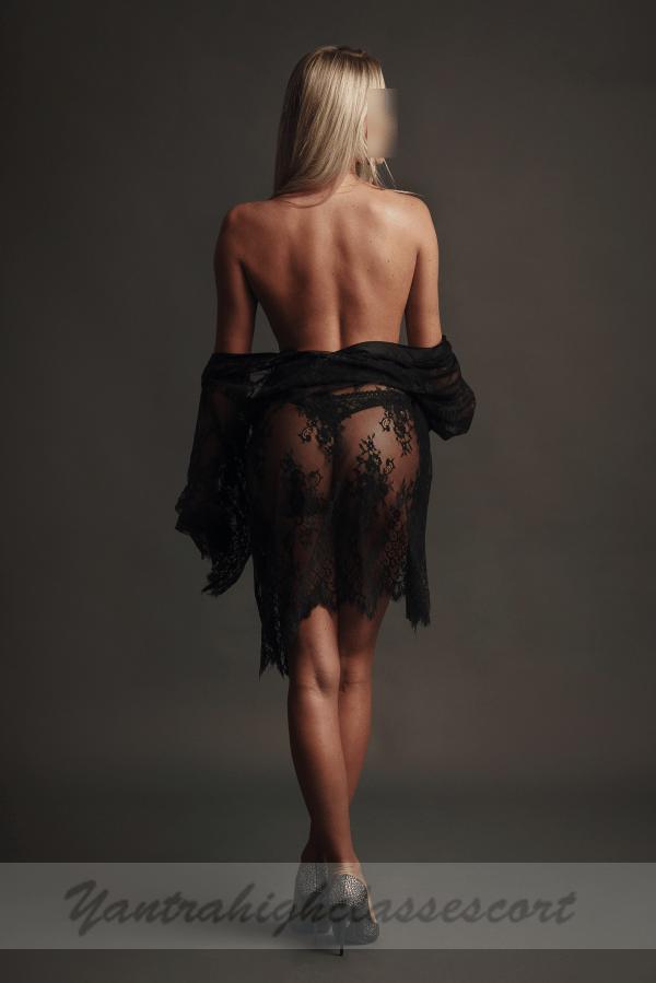 Chloe Glamour Escort